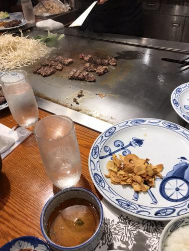 タイ人妹と神戸牛を食べる