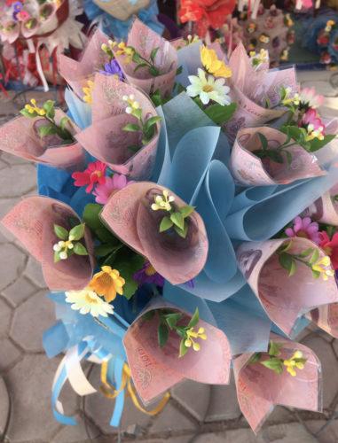 金で作った花