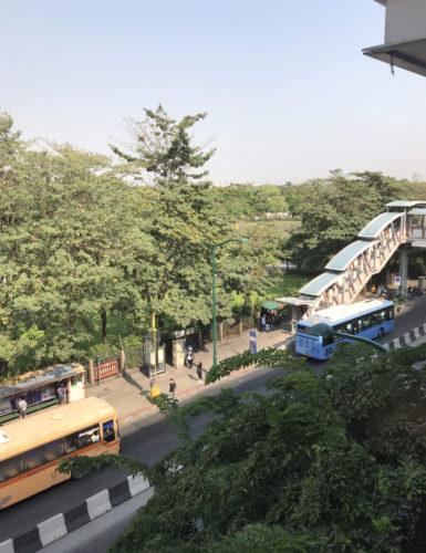 モーチット駅のバス乗り場