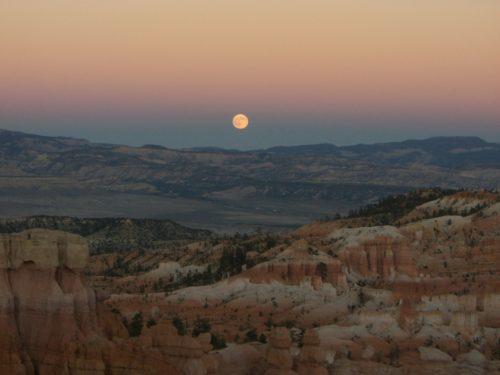 ブライスキャニオンの月